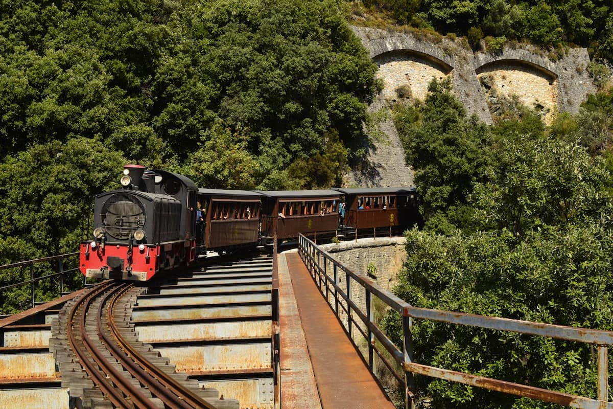 train at pelion