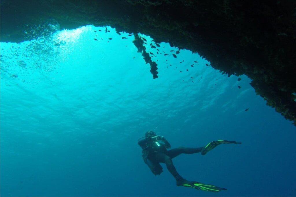people-iunderwater-diving